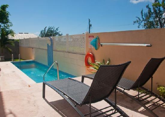 Best E Villas Providence: Pool Picture