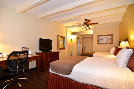 Best Western Plus Coach House: Double Queen Room