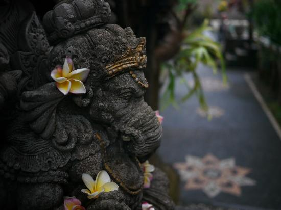 Ubud View Bungalows: Ganesha at entrance