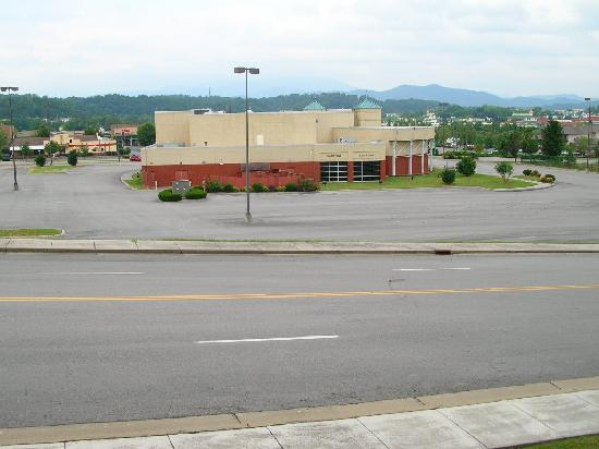 Holiday Inn Express & Suites Pigeon Forge - Sevierville: View from our balcony 2nd Floor
