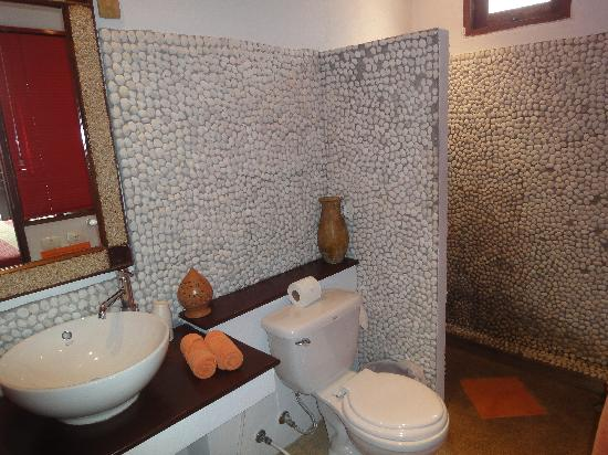 L' Hacienda: Bathroom