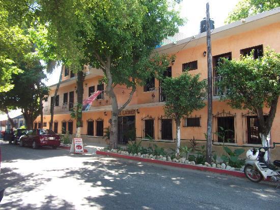 Hotel La Croix: VISTA FRONTAL