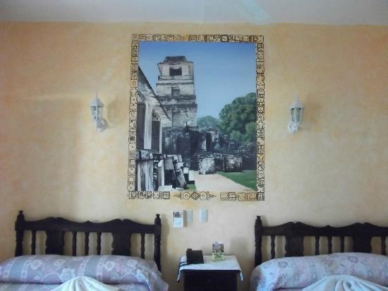 Hotel La Croix: PINTURA EN LAS HABITACIONES