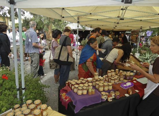 Andy's Orchard: A summer crowd enjoys the tastes of summer fruit and preserves