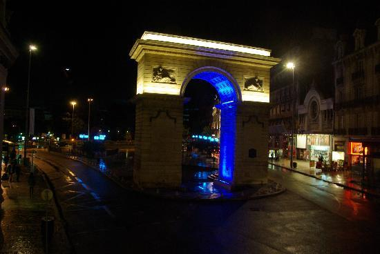 Quality Hotel du Nord Dijon Centre : View from our room - Porte Guillaume