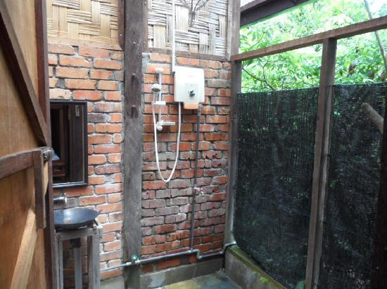 ปากันนากัน ดี ทรอปิคัล รีทรีท: hot water shower, also open to the jungle!