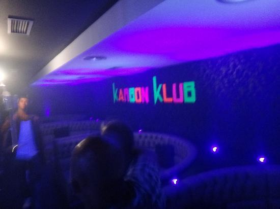 Karbon Klub : Lots of UV :)