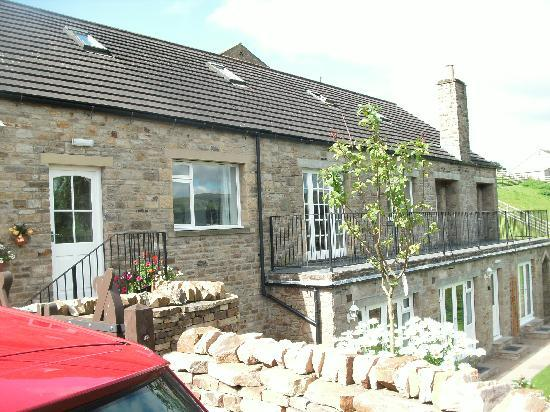 Loxley House Bed & Breakfast: Rooms below & breakfast room on bolcony from car park.