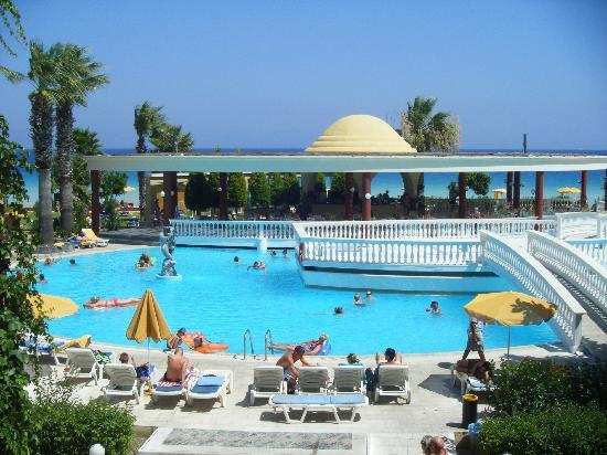 Sunshine Rhodes Hotel: piscine et pool bar