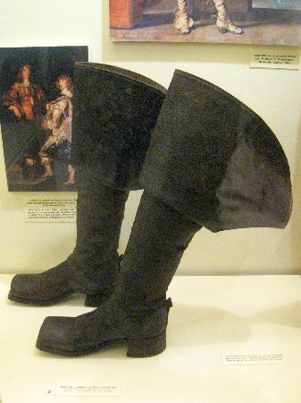 Musée international de la chaussure : gentleman boots France 17th