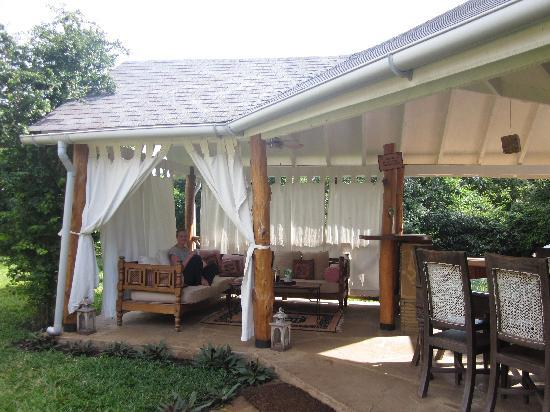 Kitu Kidogo Cottages: The lounge area is everyones favorite place