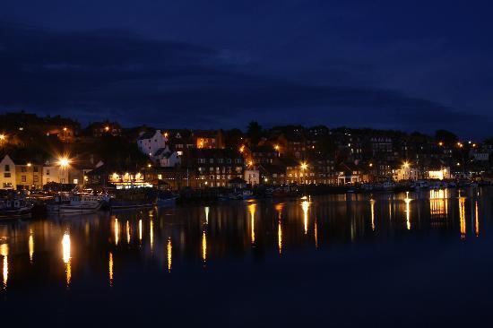 Whitehaven Guest House: Harbour lights