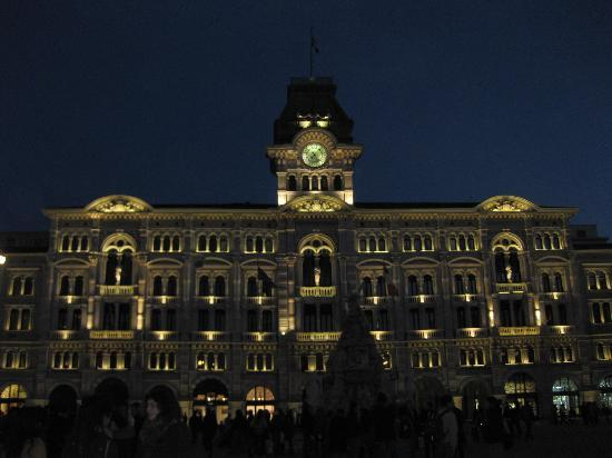 Trieste, Italien: Piazza Unità By night