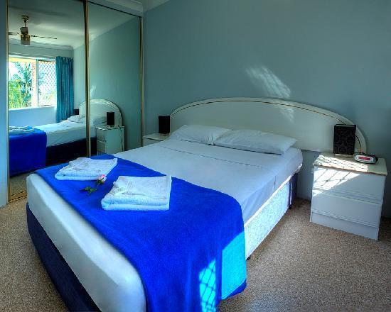 Anchor Down Apartments: Queen Bedroom