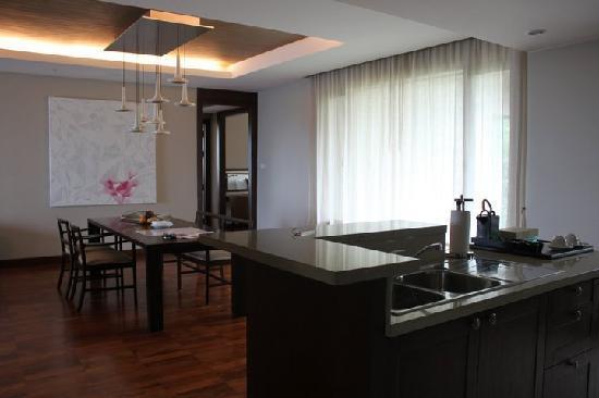 ShaSa Resort & Residences, Koh Samui : Dining room and kitchnette :)