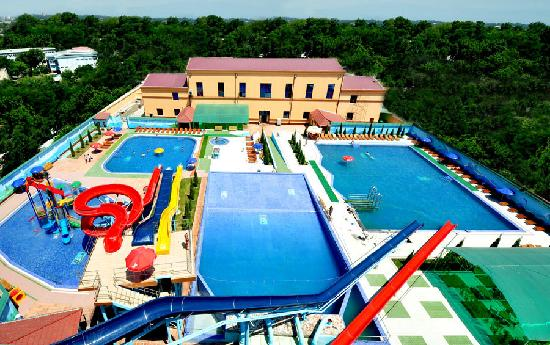 """Golden Valley Hotel: """"Aqualand"""" Sky View"""