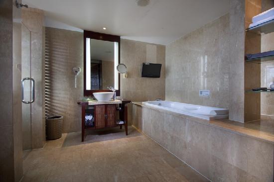 Ramayana Resort & Spa : Resort Club Bathroom