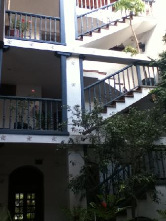 Arbol de Montalvo Restaurant: stairs
