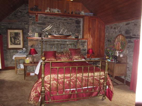 Lawcus Farm Guest House: Stone room