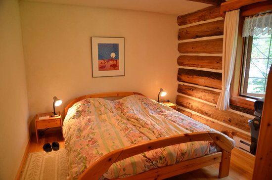 Nakiska Ranch: The bedroom