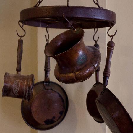 Restaurant El Grito Parrilla Mexicana: Bronze decoration