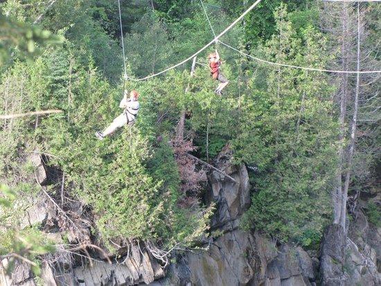 แกรนด์ฟอลส์, แคนาดา: Ziplining