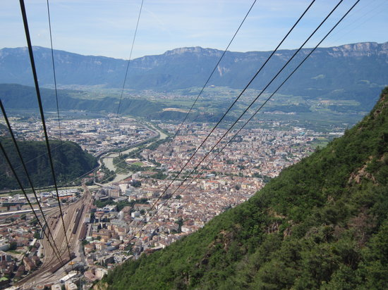 Bolzano (Bozen), Italien: View from cable car