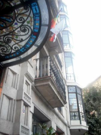 Axel Hotel Barcelona & Urban Spa : Outside view of hotel
