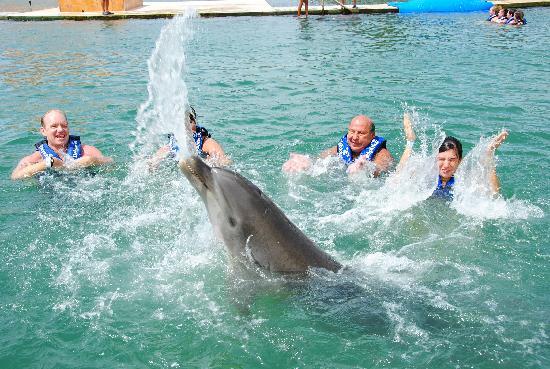 Delphinus Punta Cancun: TIRANDO AGUA