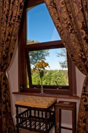 Pendragon Country House: Garden View from 'Kay'