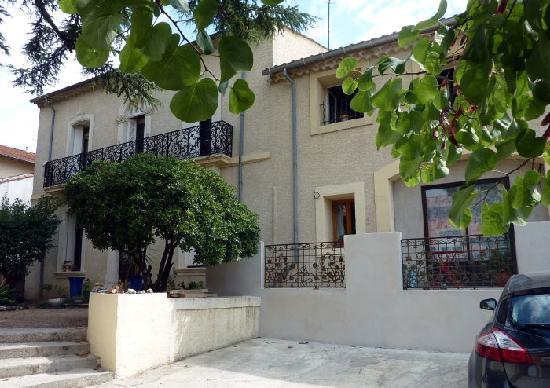Villa Roquette: Front of Villa Roquette