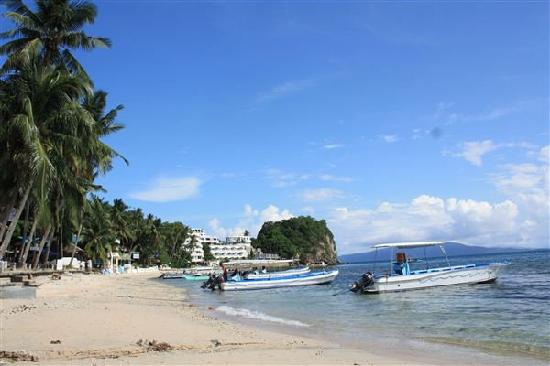 Beach in front of the Sunsplash Resort