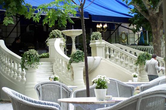 "Hotel Ritz, Madrid: Great ambiance at the Terrace (ALA you stay away from the grilled ""Hac"":)"