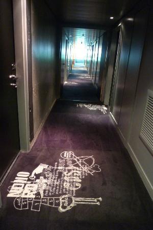 corridor picture of mama shelter paris paris tripadvisor. Black Bedroom Furniture Sets. Home Design Ideas