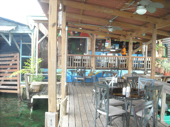 Lili's Cafe: View from the pier into the main restaurant