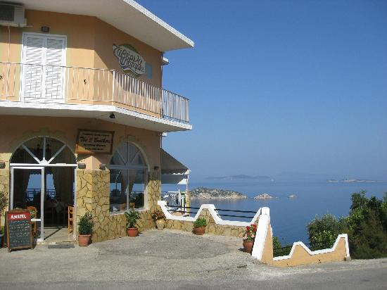 Hotel Costas Golden Beach: The Three Brothers Taverna, Afionas