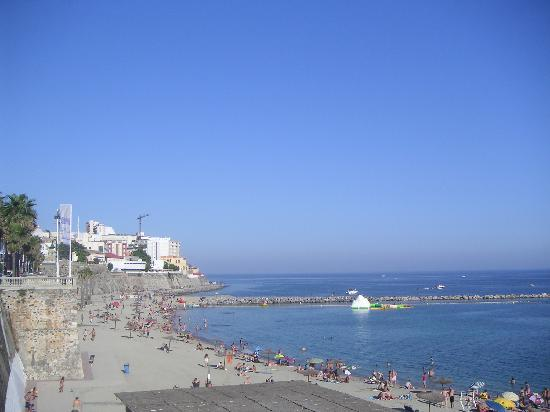 Hotel Ceuta Puerta de Africa: Beach is a couple blocks away