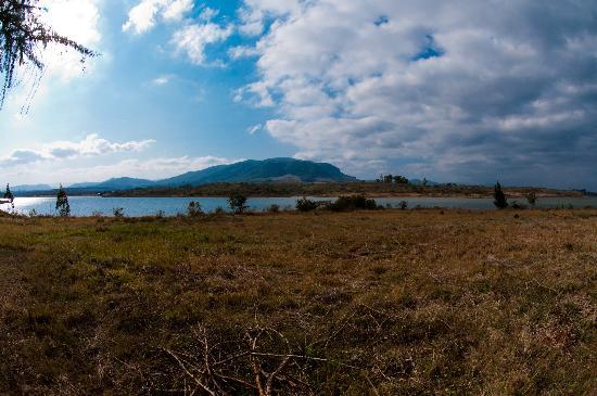 Shiluvari Lakeside Lodge: View of the Dam