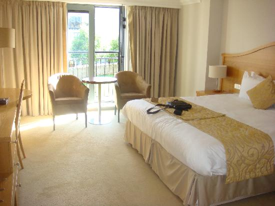 Parkview Hotel: Clean, modern room
