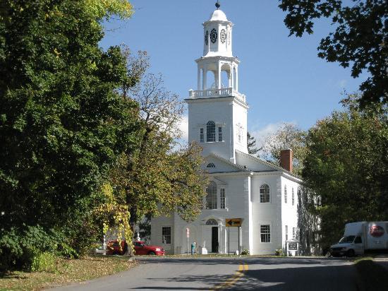 Old First Congregational Church: Die Kirche liegt an der Monument Avenue