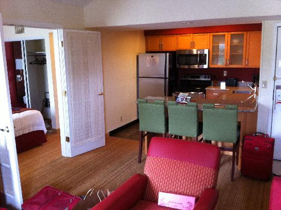 Residence Inn Atlanta Airport North/Virginia Avenue: kitchen, living room and bedroom number 2