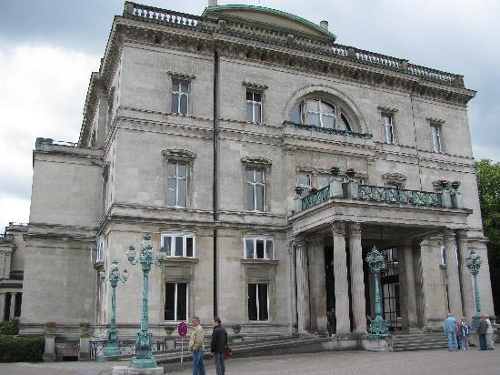 Villa Huegel : Vorderansicht Villa Hügel