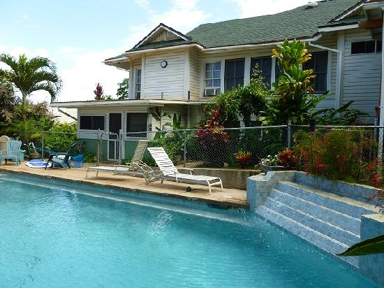 Wailuku Guesthouse: Pool and Garden Ohana