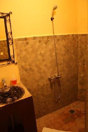 Funky Fes Hostel : Shower