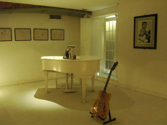 The Beatles Story: White piano from Imagine