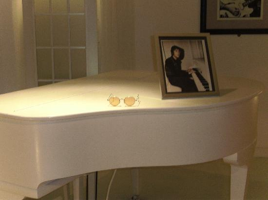 The Beatles Story: Piano and John's glasses
