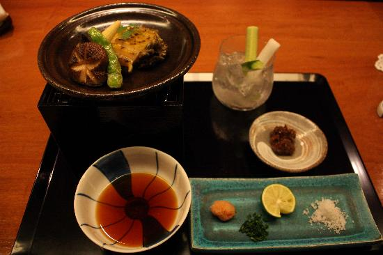 Super Hotel Nagoya-ekimae: Lots of restaurants in the stations.This is grilled abalone