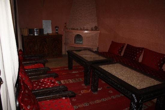 Riad Aderbaz: Common room