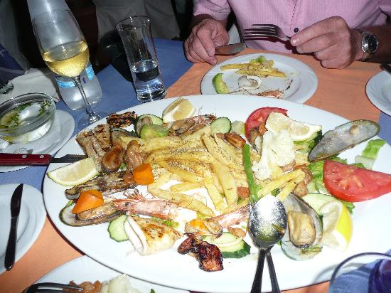 Atmosphere Lounge Restaurant: mixed fish grill with 'fried potatoes'