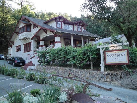 The Craftsman Inn: Front